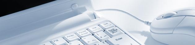 パソコンとマウスのアップ画像