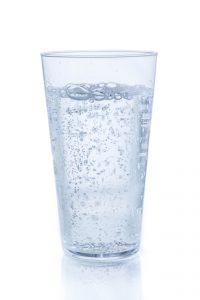 炭酸水の入ったグラス