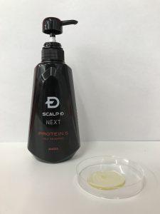 スカルプD NEXT プロテイン5のボトルとシャンプー液