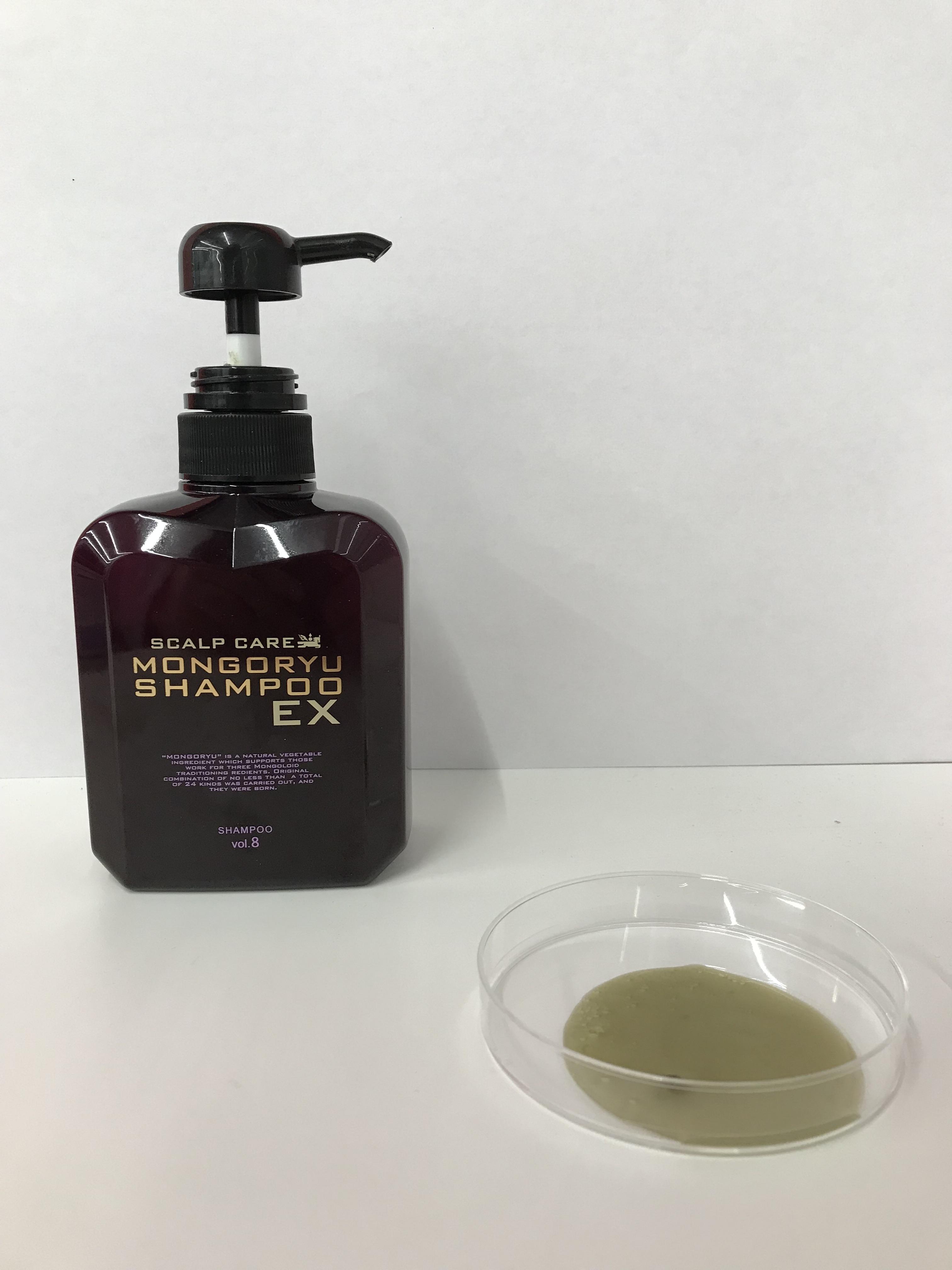 モンゴ流シャンプーEXvol.8のボトルとシャンプー液